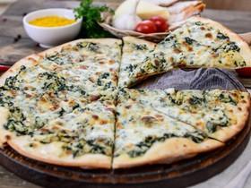 Пицца с курицей и шпинатом - Фото