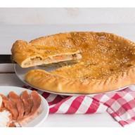 Пирог с дальневосточным лососем и рисом Фото