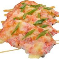 Суши-пицца с креветками и кальмаром Фото