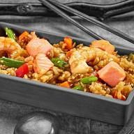 Рис с креветкой,лососем с соусом терияки Фото