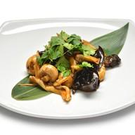 Тёплый салат с грибами Фото