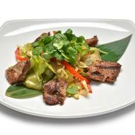 Биф салат с ростками бобов Фото