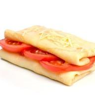 Блин с помидорами и сыром Фото
