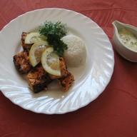 Шашлык из семги с рисом и соусом Фото