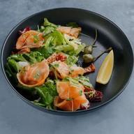 Салат с семгой и моцареллой Фото