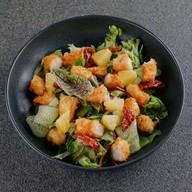 Салат с креветками панко Фото