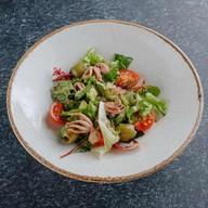 Салат с мини осьминогом Фото