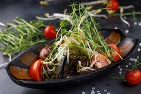 Азиатский салат с морепродуктами - Фото
