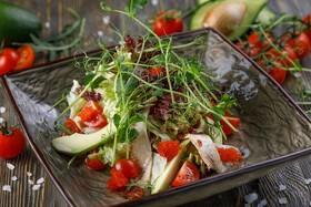 Салат с угрем и авокадо - Фото