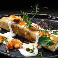Блин, фаршированный мягким сыром,лососем Фото