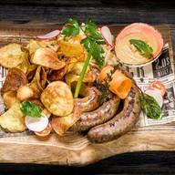 Острые колбаски на гриле Фото