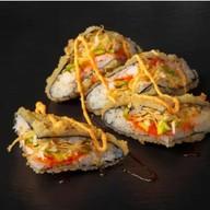 Сэндвич с креветками и авокадо Фото