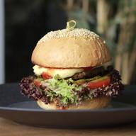 Бургер с мраморной телятиной и сыром Фото
