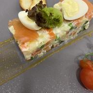 Оливье с лососем слабосоленым Фото
