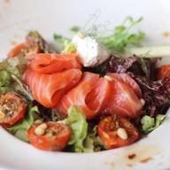 Cалат с лососем, творожным сыром,авокадо Фото