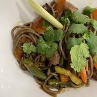 Лапша с овощами и телятиной Фото