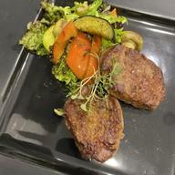 Филе телятины с салатом гриль Фото