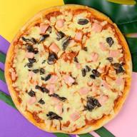 Мини-пицца ветчина и грибы Фото