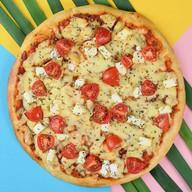 Мини-пицца с томатами и брынзой Фото