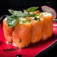 Слабосоленый лосось с крем-фрешем Фото