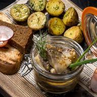 Сельдь по-русски в горчице с тостами Фото