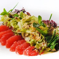 Салат из грейпфрута с мятой и миндалем Фото