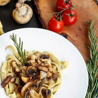 Паста с курицей и грибами Фото