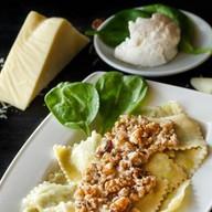 Равиоли со шпинатом и сыром рикотта Фото