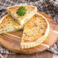 Французский пирог с горбушей и брокколи Фото