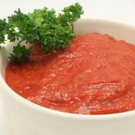 Красный соус Фото