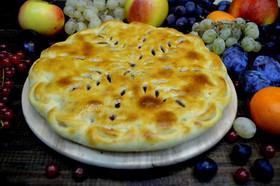Пирог с яблоком и черной смородиной - Фото
