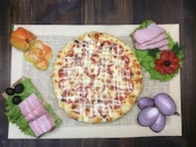 Пицца с ветчиной,перцем,сыром,помидорами - Фото