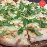 Пицца с грушей и горгонзолой Фото
