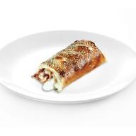 Стромболи с ветчиной, луком и сыром Фото