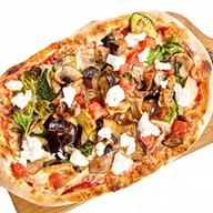 Пицца с овощами и сыром фета Фото