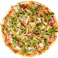 Пицца с курицей и беконом Фото