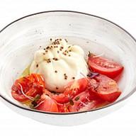 Буратта с томатами, кориандром Фото