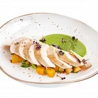 Куриное филе с овощами и зеленым соусом Фото