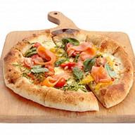 Неополитанская пицца с лососем и перцем Фото