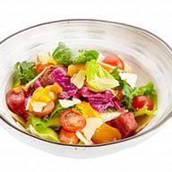 Салат с жареными колбасками и ньокками Фото