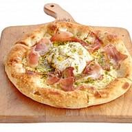 Неополитанская пицца с бураттой, хамоном Фото