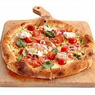 Неополитанская пицца с ветчиной и кремом Фото
