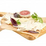 Ассорти из кавказских сыров Фото
