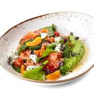 Салат с авокадо и лососем Фото