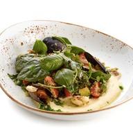 Салат с морепродуктами и киноа в соусе Фото