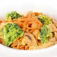 Спагетти с курицей и брокколи Фото