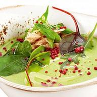 Крем-суп из зеленого горошка с кроликом Фото