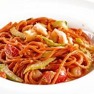 Спагетти с креветками и сельдереем Фото