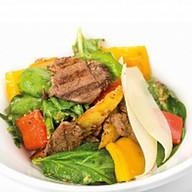 Салат с говядиной и свежим шпинатом Фото