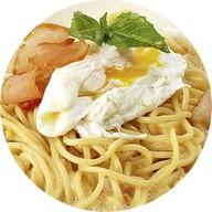 Карбонара с индейкой и яйцом пашот Фото